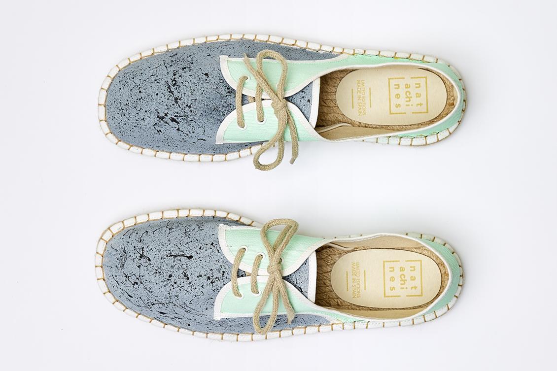 Dos zapatos de hombre con cordones
